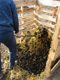 compost-bins-mix-straw-and-manure1