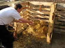 compost-bins-straw