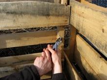 compost-bins-tighten-wires