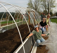 hoophouse-master-gardeners2