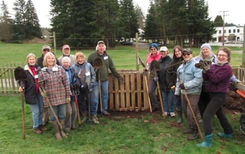 Master Gardeners compost class_3521